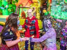 Zaal voor jezelf, geen rij bij de bar: coronacarnaval in Deurne doorslaand succes