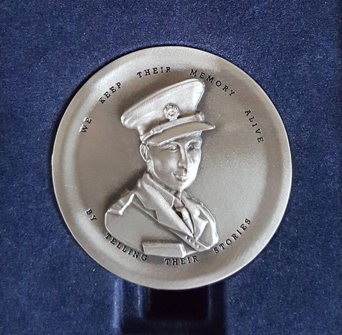 De 'Faces to Graves coin' die vorig jaar voor het eerst is uitgereikt.