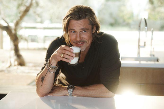 Brad Pitt fait de l'ombre à George Clooney.en devenant égérie à son tour d'une marque de café.