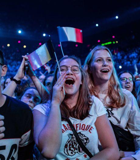 Dit zijn de risico's van het songfestival bij een coronacrisis: veel publiek, lang reizen én zingende fans