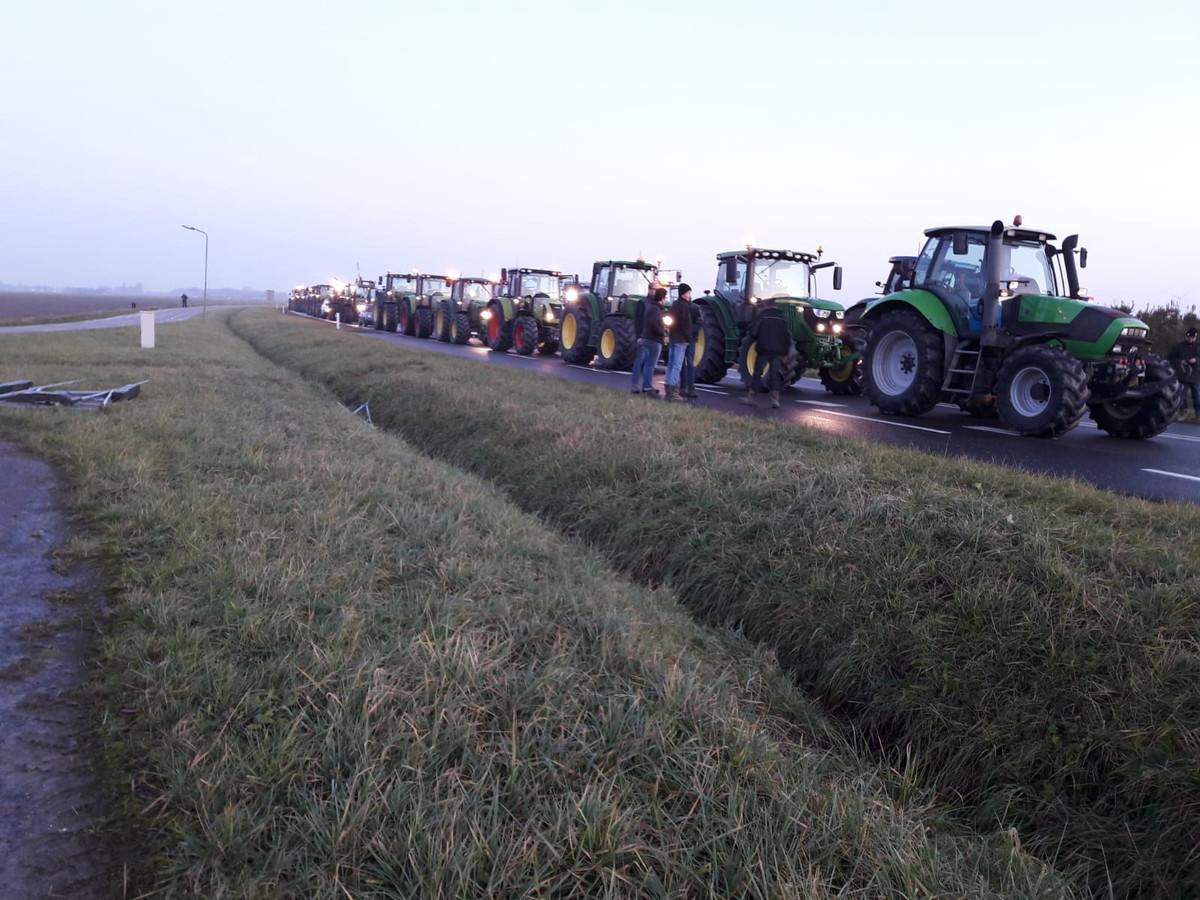 De boeren staan vast op de Deltaweg.