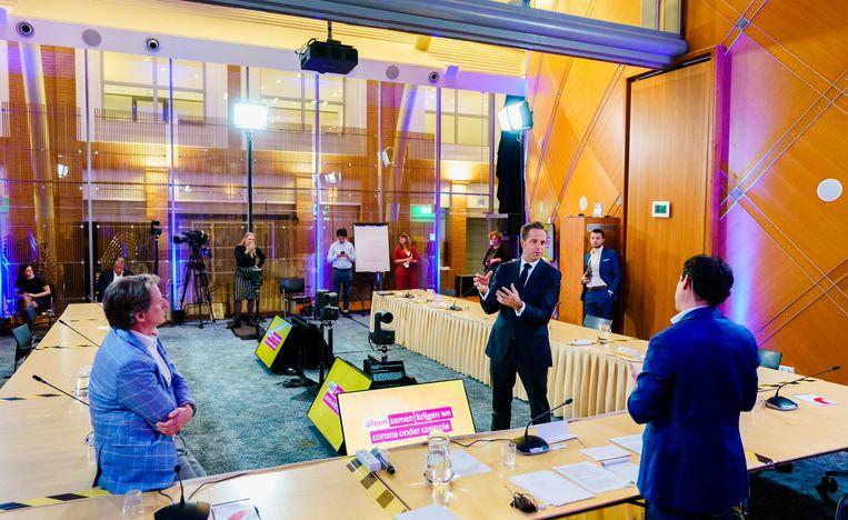 Minister Hugo de Jonge van Volksgezondheid tijdens de appathon. Op de eerste dag van het digitale evenement worden de zeven potentiële corona-apps gepresenteerd.  Beeld ANP