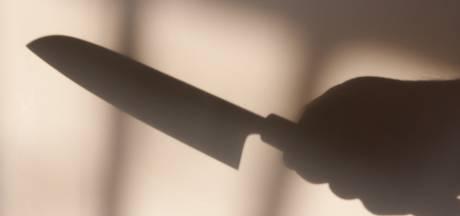 Man opgepakt nadat hij bankpersoneel met steekwapen bedreigde