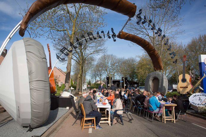 Een eerdere editie van Koningsdag in Dodewaard.