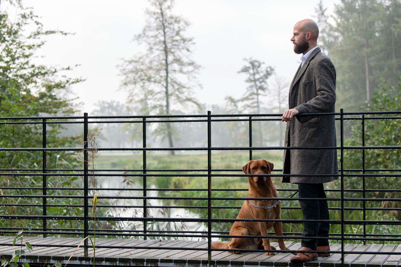Rentmeester Mooiweer met hond Tibbe.