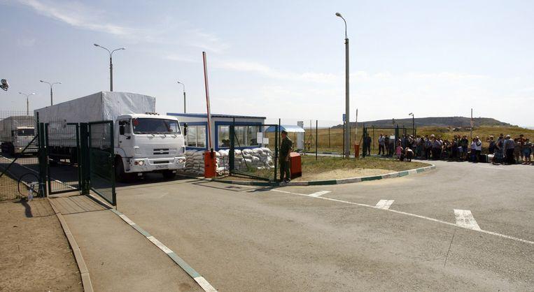 Hoewel Oekraïne het Russische hulpkonvooi ziet als een 'directe invasie', zal Kiev geen geweld gebruiken tegen de vrachtwagens. Beeld afp
