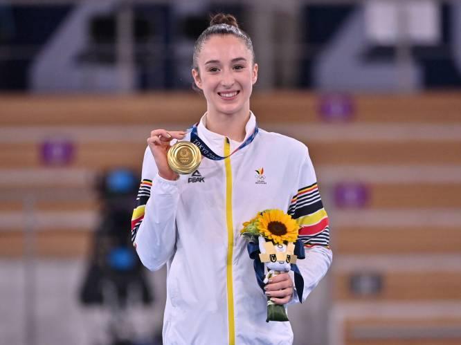 """PORTRET. Nina Derwael, van energieke peuter tot olympisch kampioene: """"Vroeger dook ze zonder schrik van kasten. Nu doet ze hetzelfde op de brug"""""""