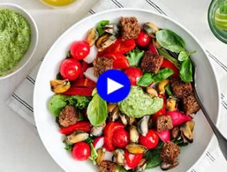 Nog beter dan aan de kust: huisbereide mosseltjes met kraakverse salade en salsa