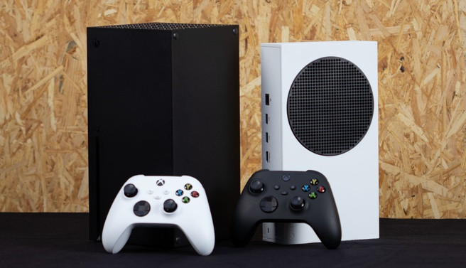 De Xbox Series X (Links) en Series S (rechts).