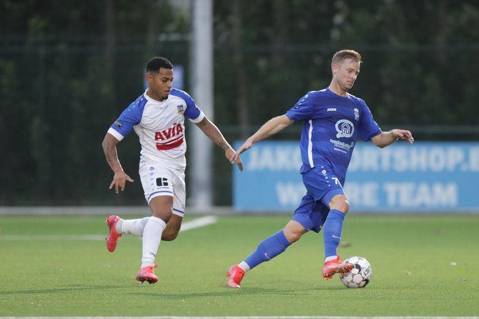 """Tom Cappan (l.) keerde deze zomer terug naar Sint-Niklaas en stond tegen Svelta Melsele voor het eerst in de basis van een competitiematch. """"Door Robby Buyens vond ik mijn liefde voor het voetbal terug."""""""