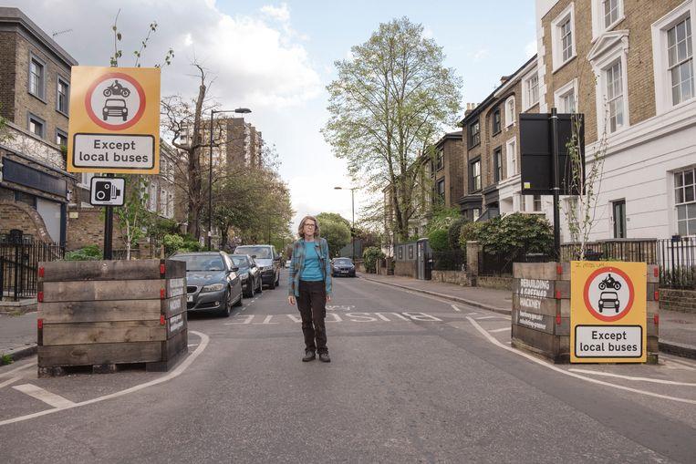 Veel wijken in Londen zijn tot autoluwe zone verklaard, tot ergernis van bewoners als Clair Battaglino. Beeld Carlotta Cardana