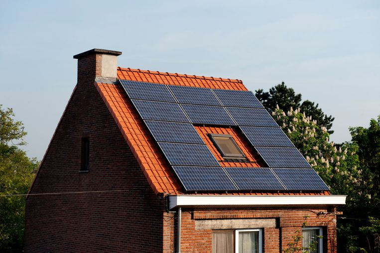 Solar panels on the roof of a private house (Belgium, 26/04/2011) Beeld BELGAIMAGE