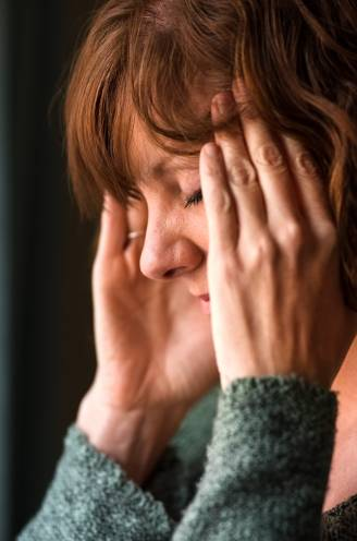 """Te veel vrouwen weten niet dat ze in de 'perimenopauze' zitten: """"Hormoonschommelingen beginnen al rond je veertigste"""""""
