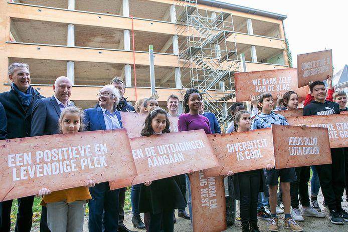 Bouw van nieuwe scholen officieel van start.