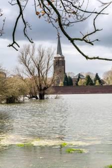 Gennep ziet water van de Niers buiten haar oevers treden na forse regenval
