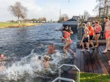 Deze mensen in de Kop van Overijssel begonnen het jaar ijskoud