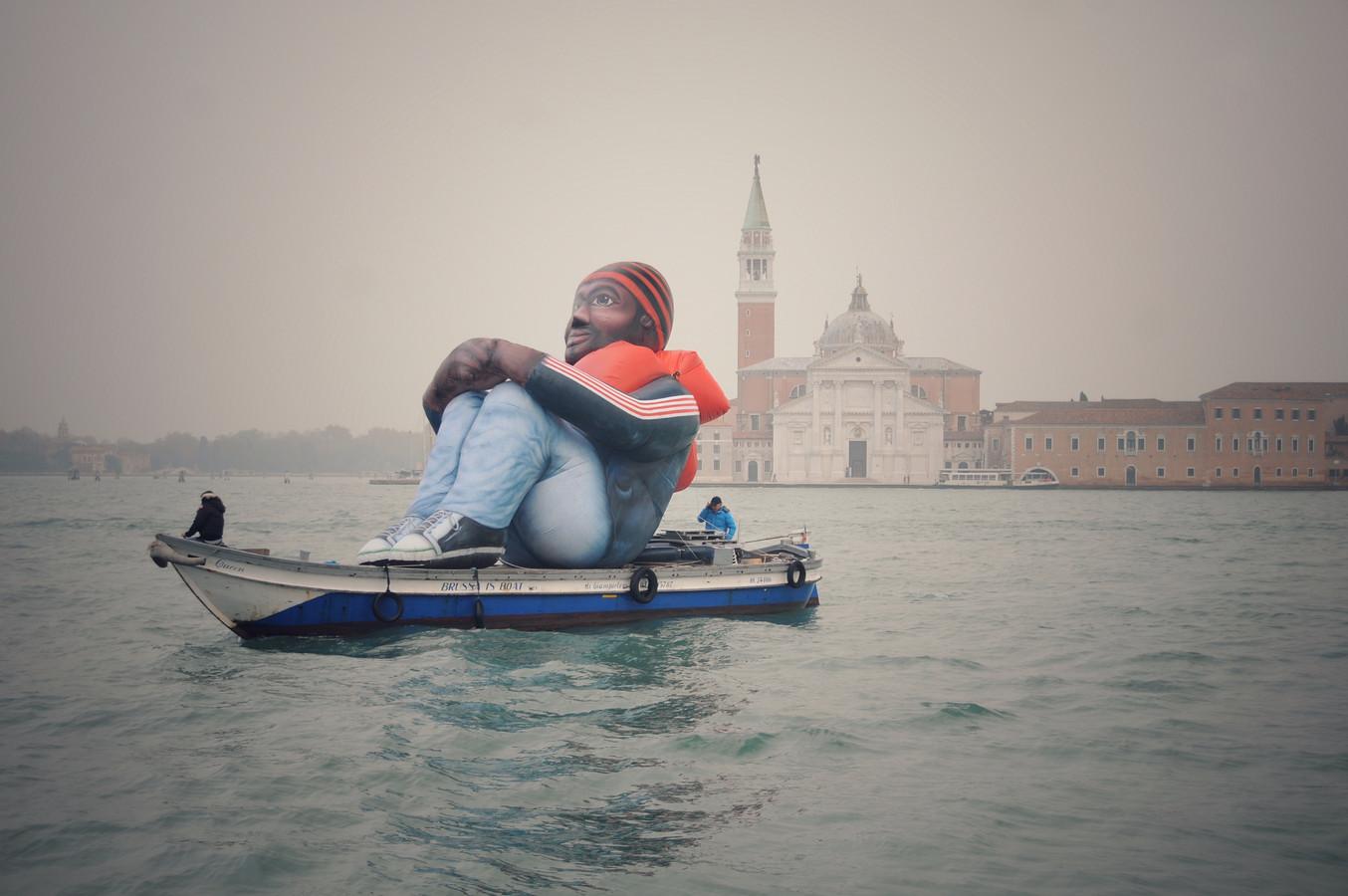 De Inflatable Refugee in Venetië.