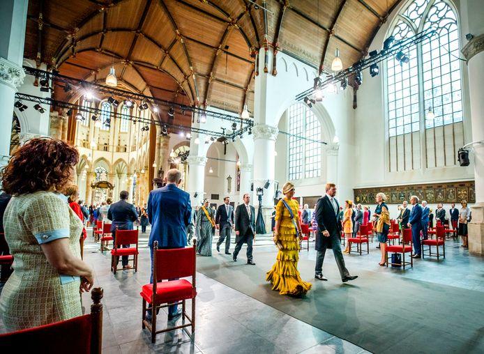 Koning Willem-Alexander en koningin Máxima na afloop van de troonrede op Prinsjesdag in de Grote Kerk.
