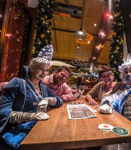 Kijk terug | Duizenden lampjes Delft laten stralen tijdens Lichtjesavond