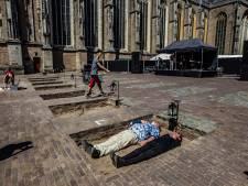 Dood terug als theatergast op het Grote Kerkhof in Deventer