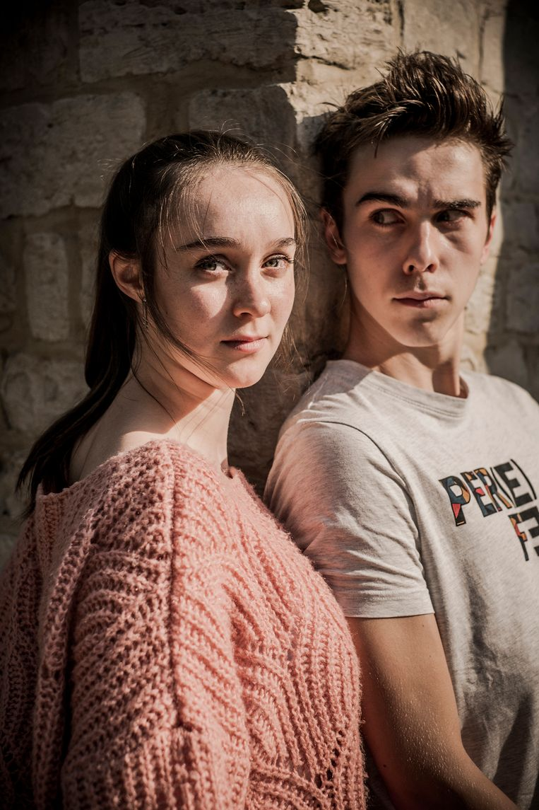 Warre (16) en Emma (20) Verlinden, broer en zus. Beeld Diego Franssens