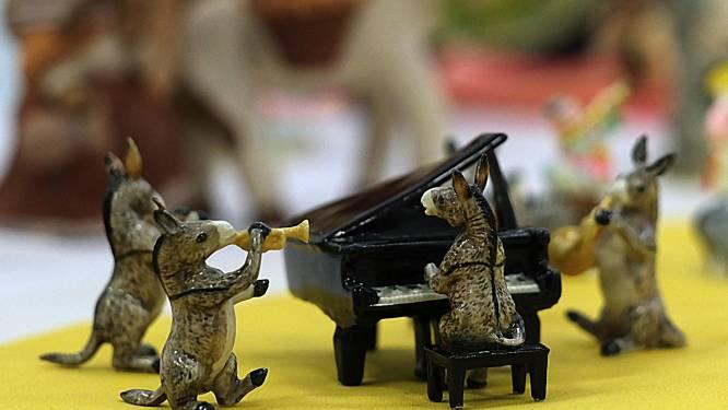 """Nederlanders schenken 7.000 miniatuurezels weg, Kuurne stelt unieke collectie tentoon: """"Ezelsfolklore neemt ongeziene proporties aan"""""""