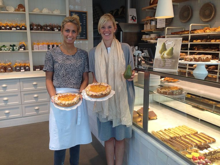 Femke Haneveir en Vanessa Roggeman tonen trots hun perentaarten.
