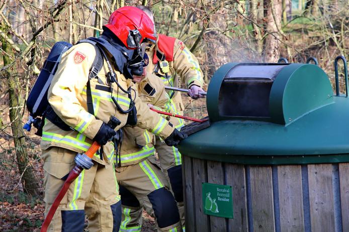 Ondergrondse container in brand op Het Vennenbos in Hapert