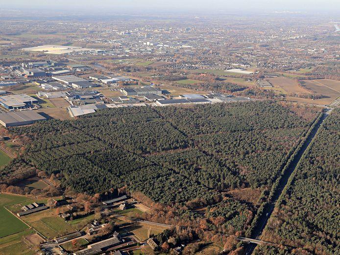 Helmond, BZOB terrein met bos ten westen van de N279.