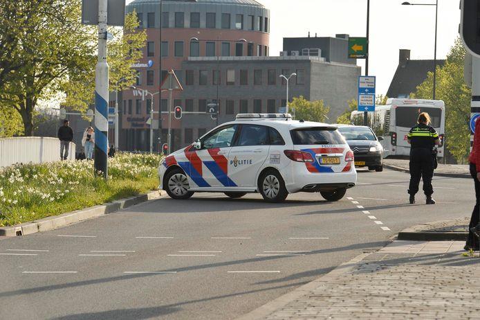 De politie sloot de Bredase binnenstad dinsdagavond tijdens Koningsdag af.