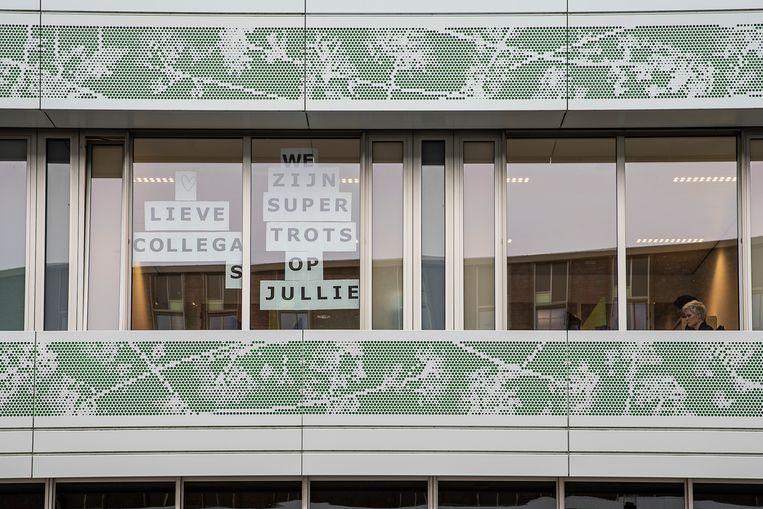 In het Ommelander Ziekenhuis in Scheemda maakt de afdeling communicatie duidelijk hoe ze over hun collega's denken. Beeld Harry Cock / de Volkskrant