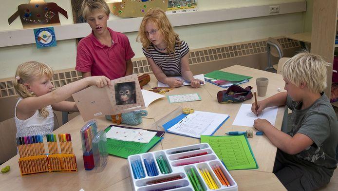 De School in Zandvoort, waar ouders die 's zomers werken hun kinderen naartoe kunnen brengen. Foto uit 2009.
