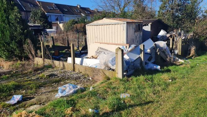 Opnieuw hoop zwerfvuil gedropt achter woningen die binnenkort moeten wijken voor Brusselse ring