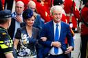 Pvv-leider Geert Wilders arriveert met Fleur Agema bij de Ridderzaal op Prinsjesdag.