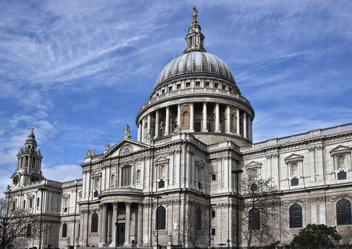 De vrouw wilde zichzelf opblazen in de bekende St Paul's Cathedral in Londen.