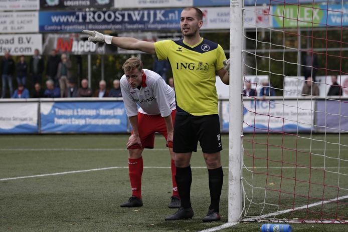 Brian Meulmeester, hier in actie tegen Barendrecht, is zijn basisplaats kwijt bij Goes.
