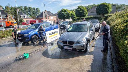 Brandweer wast meer dan 600 auto's voor zieke buurjongen (11)