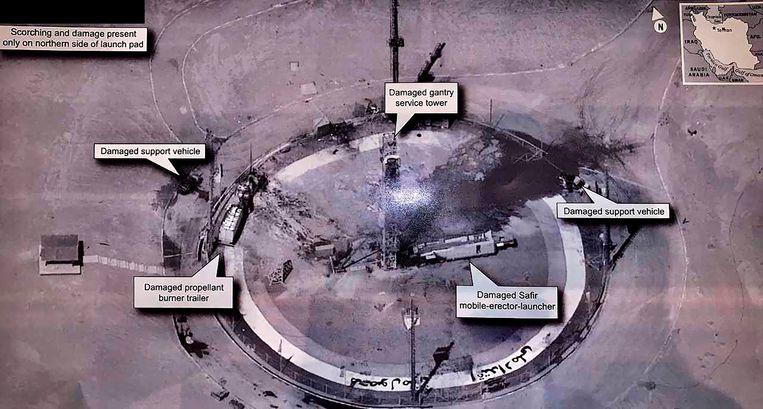 De foto die Trump deelde op Twitter toont de mislukte lancering van wat Iran bestempelde als een ruimteraket. Beeld AP