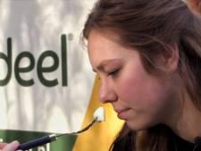 Ilona (21) eet voor het eerst in haar leven ei: 'Altijd gek gevonden dat het uit een kip komt'