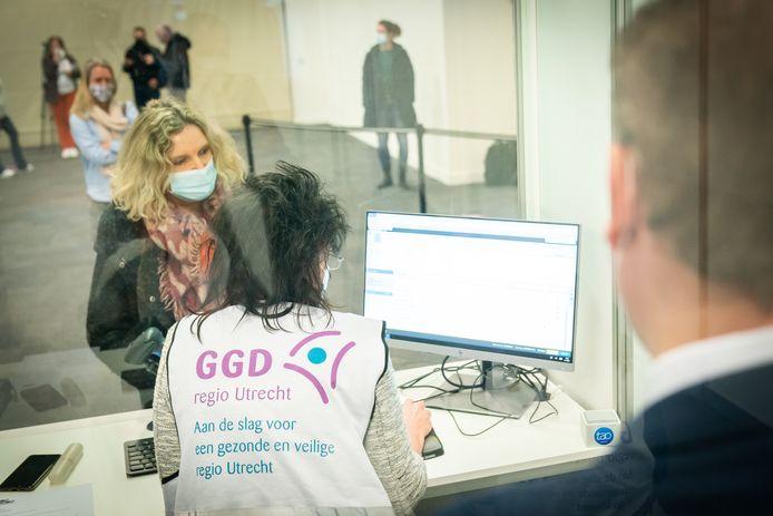 In de Expo in Houten werden vandaag de laatste tests doorlopen door de GGD Utrecht om het vaccinatieproces vrijdag zo goed mogelijk van start te laten gaan.