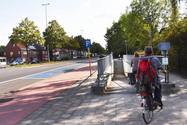De kaart zoekt de veiligste weg, bijvoorbeeld via de fietstunnel aan het Stadspark.