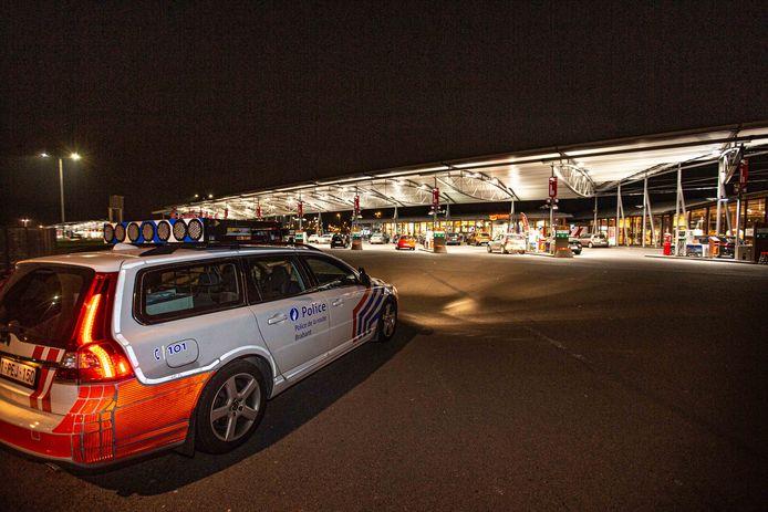 De politie houdt al verscheidene nachten op rij toezicht op de parkeerterreinen in Ruisbroek. Andere ploegen voeren intussen controles uit van de bezoekers.