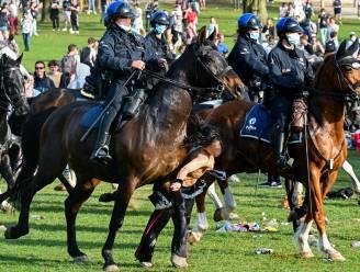 Politie te paard loopt vrouw omver bij poging Ter Kamerenbos te ontruimen, minister Verlinden laat beelden onderzoeken