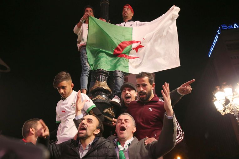 Vreugde in hoofdstad Algiers na de val van Bouteflika. 'Het maakt alle andere regimes in de regio nerveus', waarschuwt Debeuf. Beeld Photo News