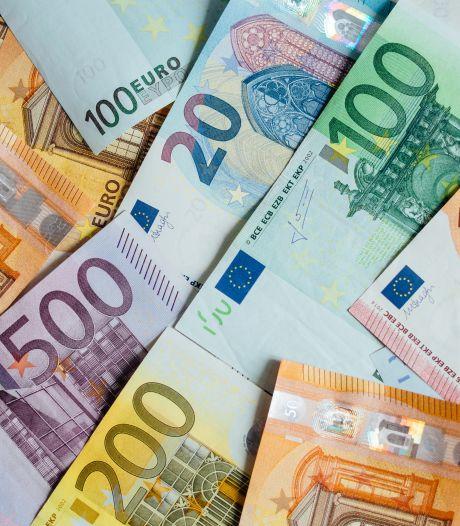 Duo (23 en 24) aangehouden in Hapert met 60.000 euro aan contanten