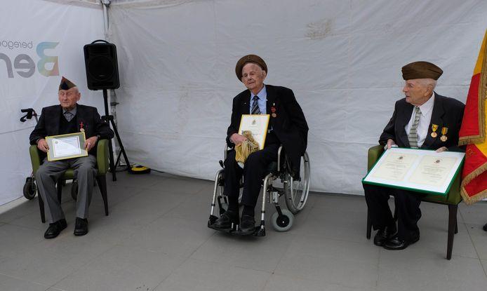 Jozef Kets, Victor Dieltjens en Marcel Van Den Broeck krijgen 75 jaar na het einde van de oorlog hun medailles.
