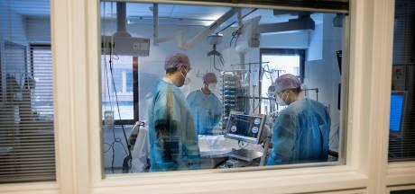 Ziekenhuizen stellen operaties uit vanwege drukte  met coronapatiënten