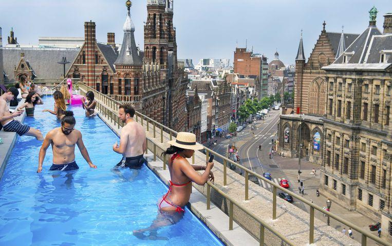 Het zwembad op het dak van van W Hotel. Beeld ANP