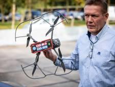Levensreddende drone vliegt wegwerp-aed het Twentse bos in