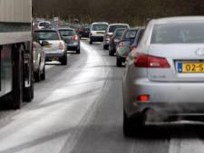 Plots is het écht winter: KNMI waarschuwt voor mist en gladheid in Oost-Nederland